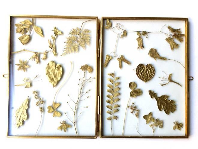 Messing frame golden leaves